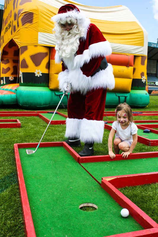 The Real Santa putting at kinder