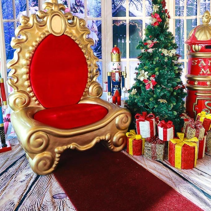 Red Carpet Backdrop Throne