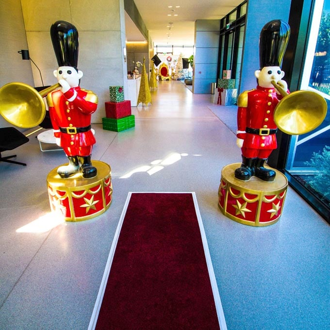 Red Carpet Toy Soldiers