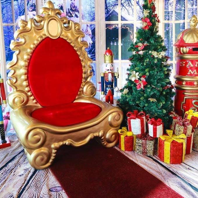Setting with Majestic Red Gold Throne