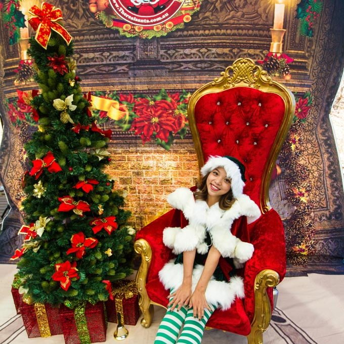 Christmas Tree setting with Real Elf