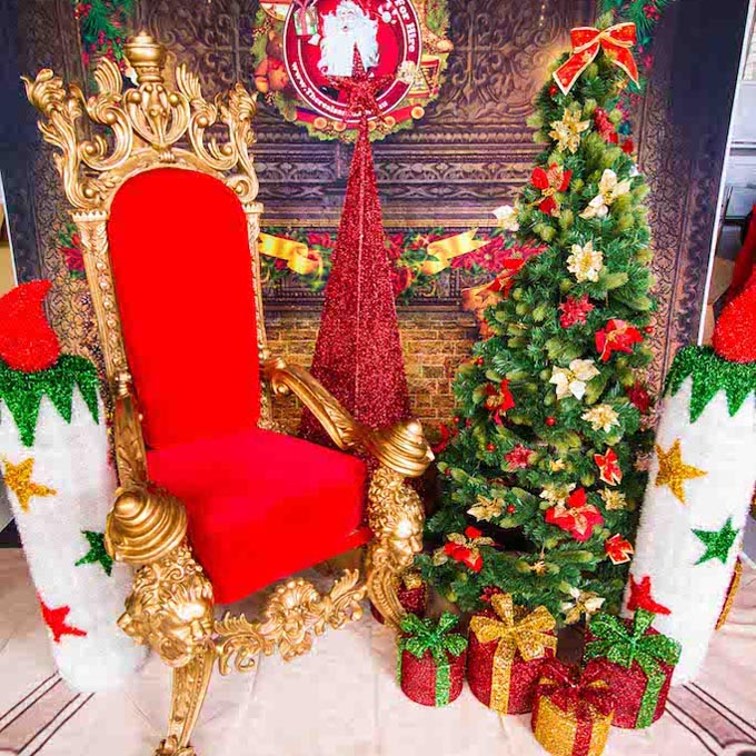 Christmas Tree setting with Throne